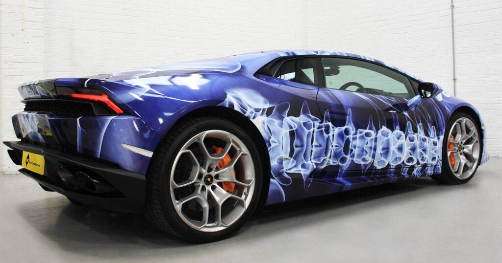 Car vinyl wrapping